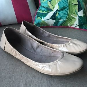 Vince Camuto nude patent flats sz 8